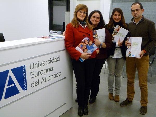 Un grupo de profesionales del programa 'Lanzadera de Empleo' visita la oficina de Admisión de la Universidad Europea del Atlántico en Santander