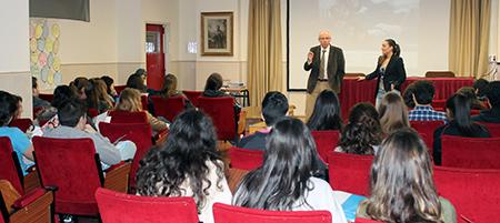 Los alumnos de Bachillerato del Colegio Kostka de Santander reciben la visita de UNEATLANTICO