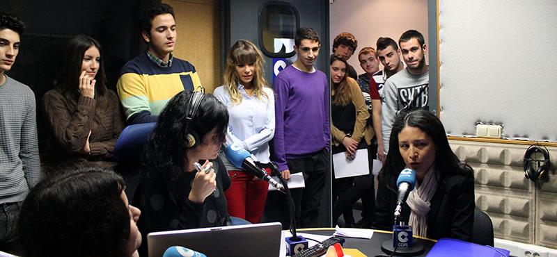 Los alumnos del grado en Periodismo de UNEATLANTICO visitan las instalaciones de la Cadena Cope en Cantabria