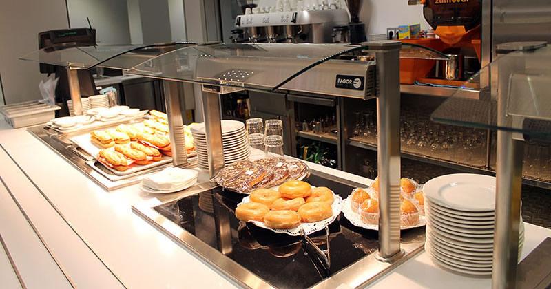 La Universidad Europea del Atlántico inaugura la cafetería del campus