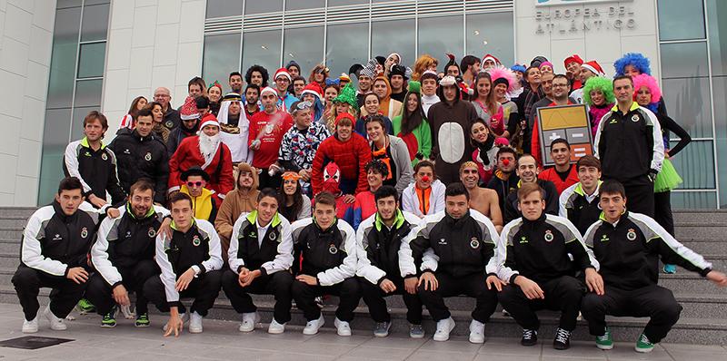 Los jugadores del Racing B apadrinan la I San Silvestre Solidaria que organiza la Universidad Europea del Atlántico