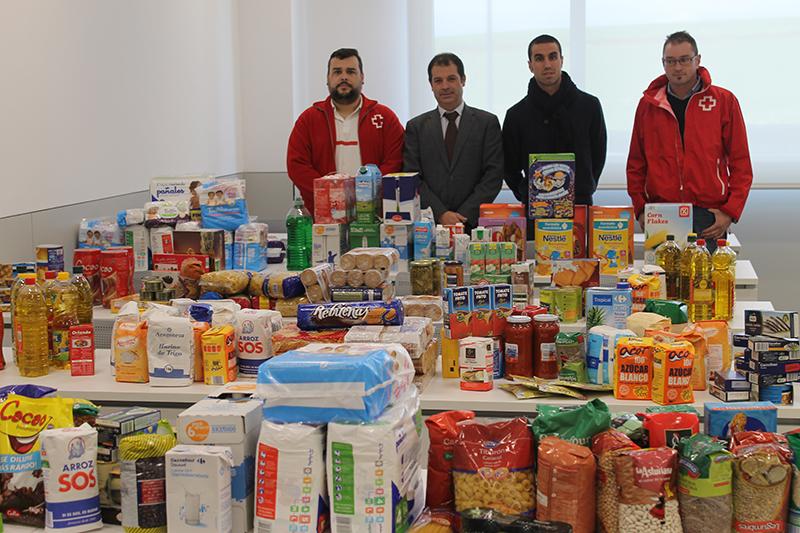 UNEATLANTICO dona a Cruz Roja Santander los alimentos recogidos durante la I San Silvestre Solidaria