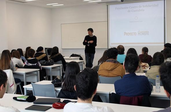 Proyecto Hombre imparte una charla en UNEATLANTICO