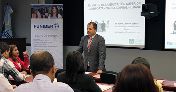 Rubén Calderón imparte una conferencia en República Dominicana sobre el valor de la educación superior