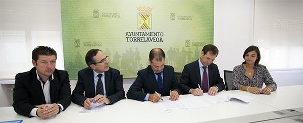 El Balonmano Torrelavega y UNEATLANTICO firman un convenio de colaboración para los próximos cuatro años
