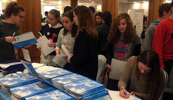 La Universidad Europea del Atlántico suscitó un enorme interés entre los jóvenes cántabros que visitaron Unitour