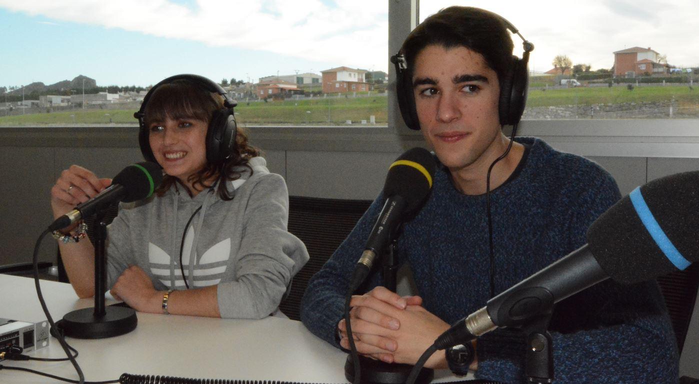 Alumnos de Uneatlántico durante las prácticas de radio. Foto: Alexander Gropp