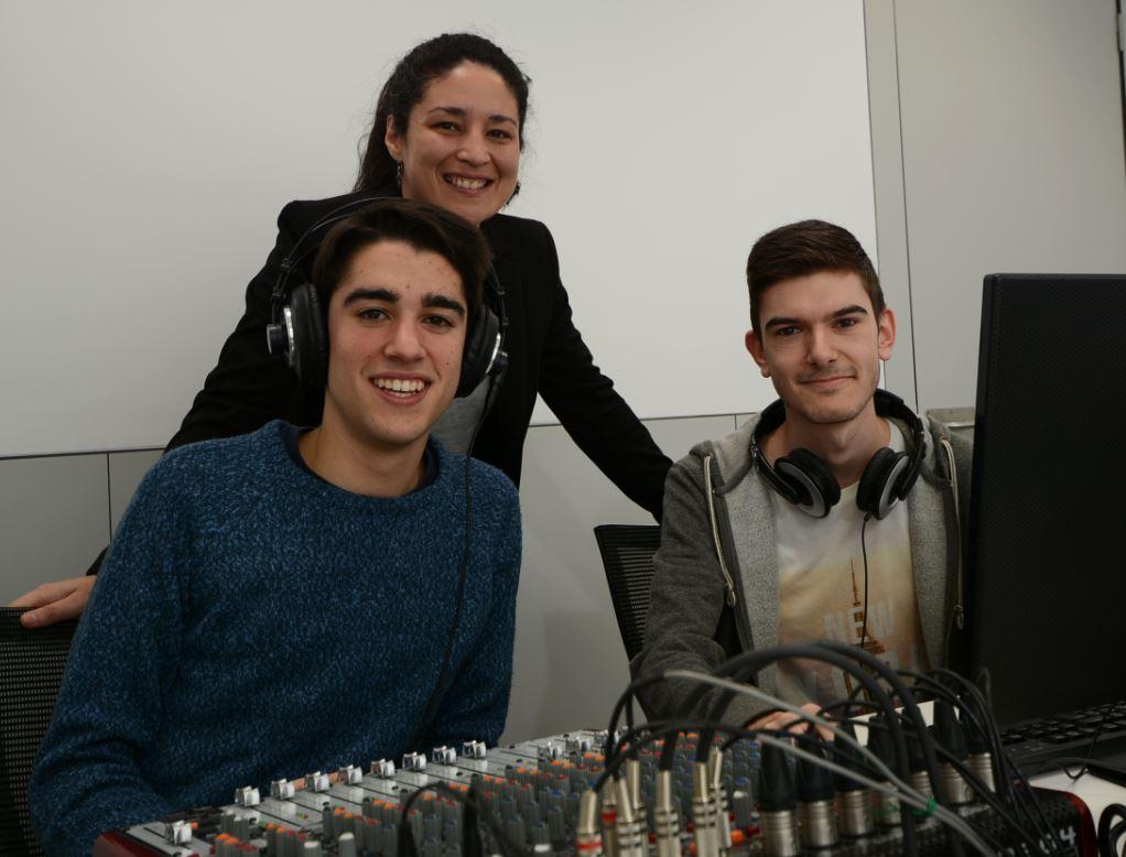 Pablo Turanzas y Javier Salido junto a la directora del proyecto, la profesora Patricia Martínez. Foto: Alexander Gropp, alumno de 2º de Comunicación Audiovisual