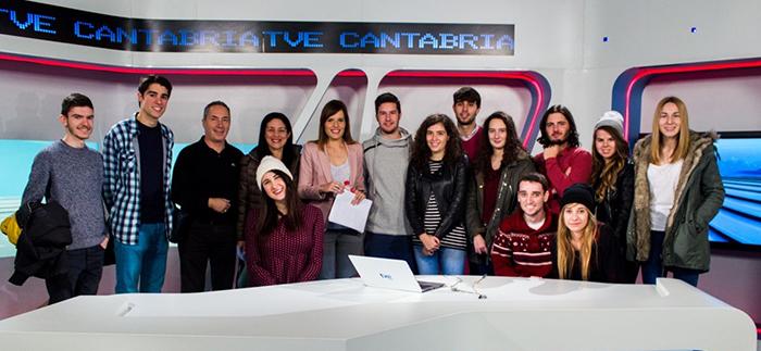 Los estudiantes de Comunicación Audiovisual visitaron el centro regional de Radio Televisión Española y presenciaron la emisión del informativo