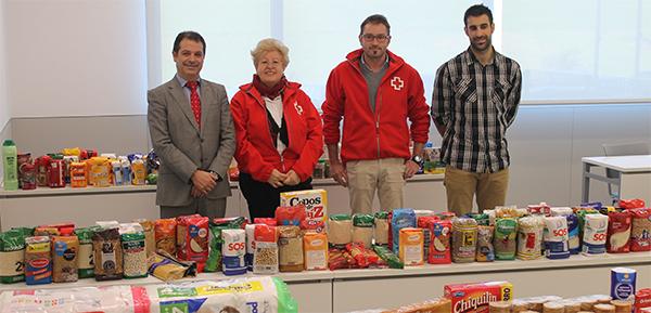 UNEATLANTICO dona a Cruz Roja Santander los alimentos recogidos en el campus con motivo de la II San Silvestre Solidaria