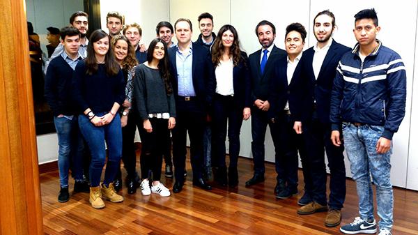 Alumnos de la Universidad Europea del Atlántico asisten a la conferencia del economista Daniel Lacalle en Cemide