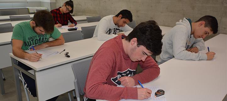 Más de setecientos cincuenta estudiantes afrontan los exámenes finales del primer cuatrimestre