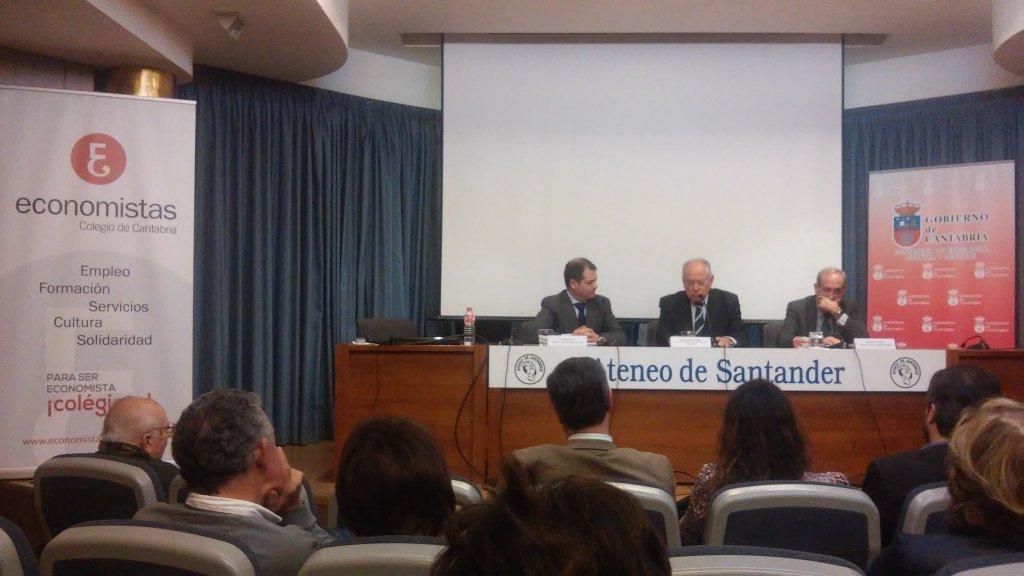 El rector impartió una conferencia sobre economía y   educación en el Ateneo de Santander
