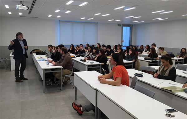 Representantes del Colegio Oficial de Psicología imparten una conferencia en UNEATLANTICO sobre deontología profesional