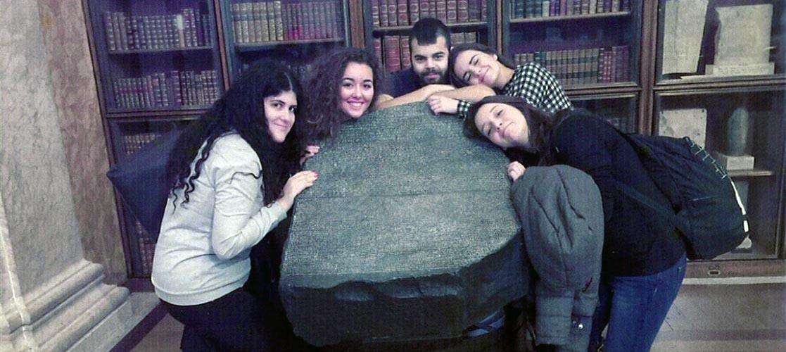 Estudiantes del grado en Traducción e Interpretación viajan a Londres para inspirarse en la piedra de Rosetta