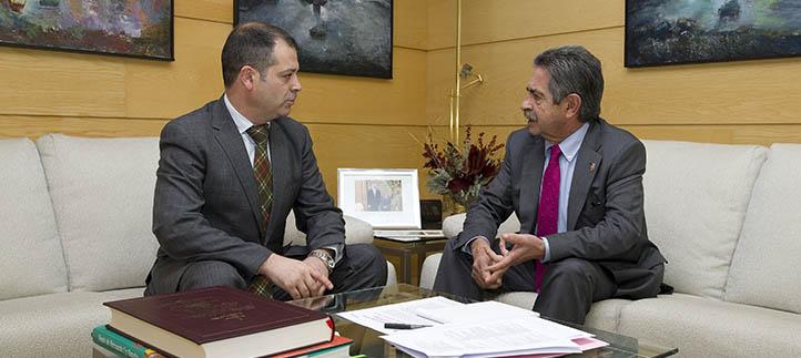 El rector se reunió con el presidente de Cantabria, Miguel Ángel Revilla, para abordar proyectos de la universidad