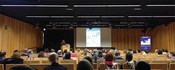 La profesora Alba Gutiérrez interviene en un simposio internacional de jóvenes investigadores sobre multilingüismo