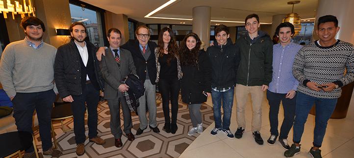 Un equipo de estudiantes de comunicación de UNEATLANTICO entrevista al economista Ramón Tamames