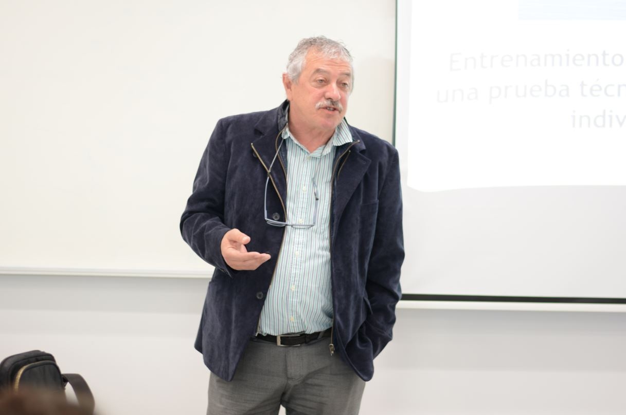 Ramón Torralbo durante la charla en la Universidad Europea del Atlántico