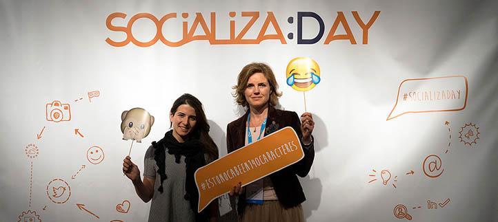La profesora Helena Garay impartió un taller sobre fotografía creativa en el certamen Socializa Day