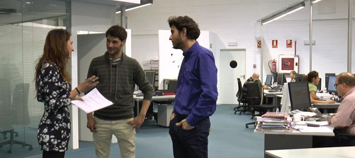 Periodistas de la edición digital de El Diario Montañés explican a los estudiantes las últimas tendencias de la prensa