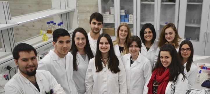 Semana de prácticas de microbiología y bioquímica en los laboratorios para reforzar los conocimientos teóricos