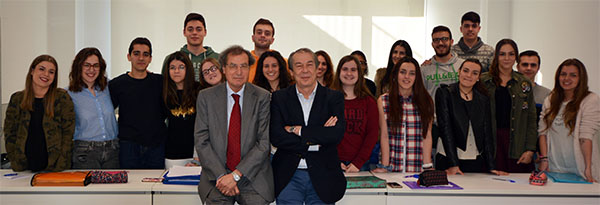 Conferencia del subdirector de El Diario Montañés a futuros periodistas de la Universidad Europea del Atlántico
