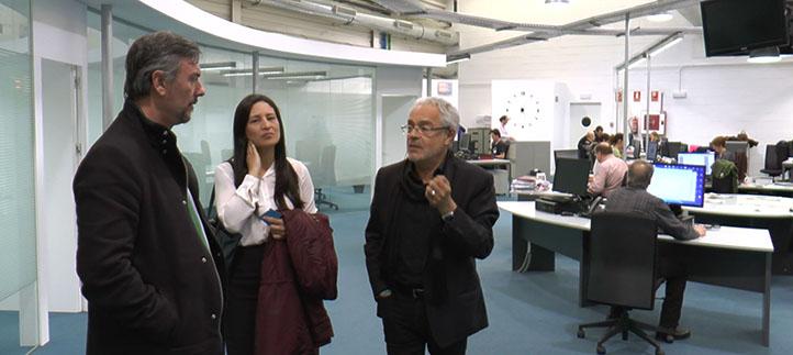 Estudiantes de los tres grados en Comunicación visitan El Diario Montañés y entrevistan al director adjunto
