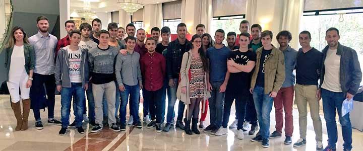 Alumnos de CAFYD asisten a la charla de Josef Ajram sobre eficiencia en el deporte y los negocios