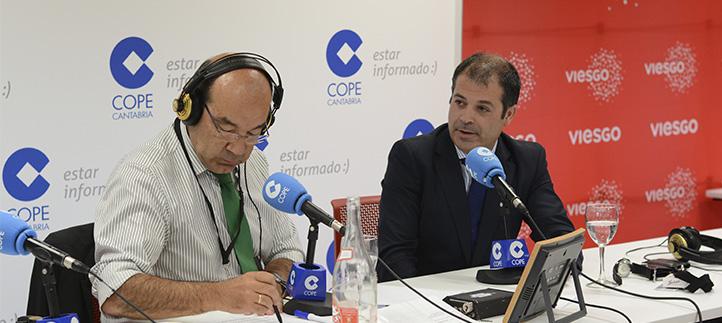 El periodista Ángel Expósito entrevistó al rector, Rubén Calderón en el programa La Tarde de COPE