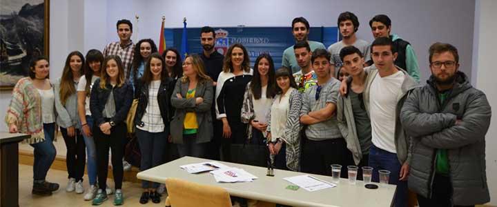Estudiantes de Comunicación visitan el Gabinete de Prensa Multimedia del Gobierno Regional