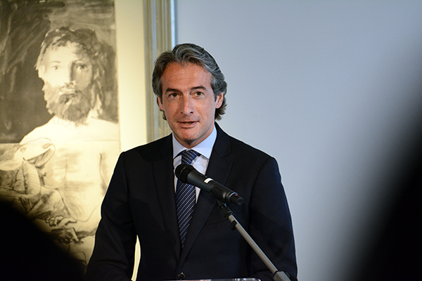 El alcalde de Santander inaugura en UNEATLANTICO una exposición de 29 grabados de Picasso