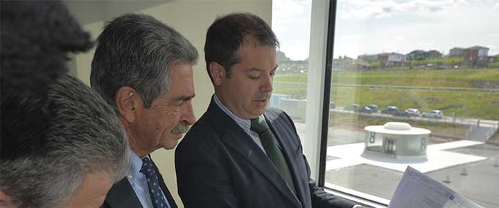 El presidente Miguel Ángel Revilla visita la Universidad Europea del Atlántico y elogia ampliamente el proyecto