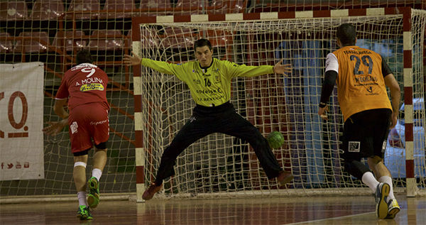 El BM Torrelavega se impone con autoridad al Gijón Jovellanos en la primera ronda de la Copa del Rey