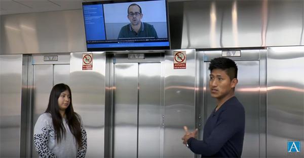 Un equipo de becarios desarrolló el proyecto para dotar de programación a la televisión del hall del campus