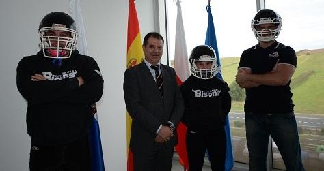 La universidad firma un convenio de colaboración con el club UNEATLANTICO Cantabria Bisons de fútbol americano