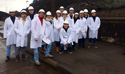 Estudiantes del grado en Administración y Dirección de Empresas visitan las instalaciones de Ferroatlántica