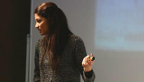La investigadora Tamara Forbes ofreció una conferencia sobre los efectos del consumo de determinados alimentos