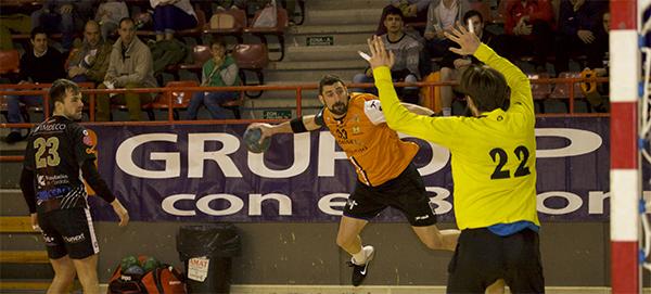 El Balonmano Torrelavega despidió el 2016 con una victoria ante el Cajasur Córdoba