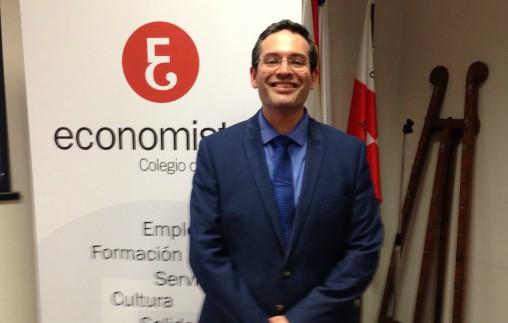 El profesor Iñaki Elío exploró el futuro de la alimentación y su relación con los negocios en el Club de Regatas