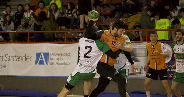 El Balonmano Torrelavega sacó adelante un partido igualadísimo ante el Handbol Bordils