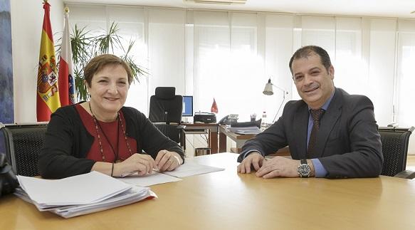 El rector mantuvo una reunión institucional con la consejera de Sanidad, María Luisa Real