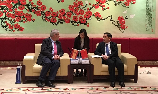 El Secretario General visita la Universidad de Guangdong y la sede del Instituto Cervantes en Beijing