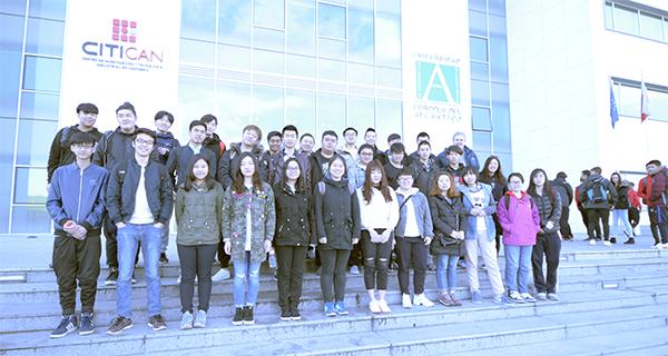 Un grupo de alumnos del International Junior College de Palencia visita las instalaciones de UNEATLANTICO