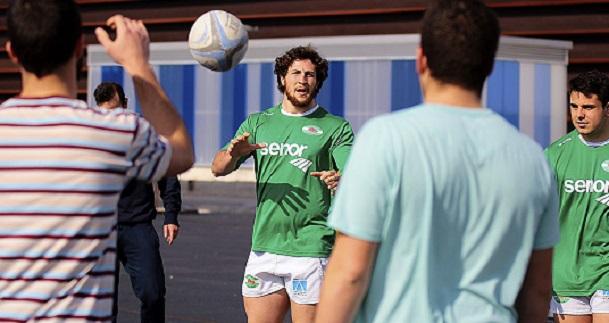 Jugadores del Independiente ofrecieron una clase práctica de rugby en el campus e invitaron a un partido de Liga