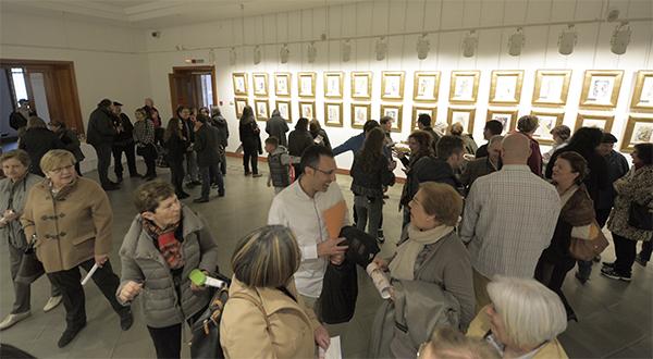 Cerca de 100 personas asisten a la inauguración de la exposición 'La divina comedia' de Dalí en La Casona de Reinosa