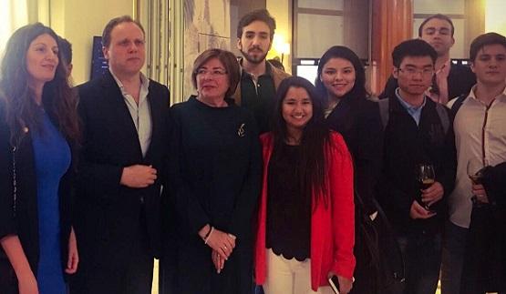 Estudiantes de Administración y Dirección de Empresas asistieron a la conferencia del economista Daniel Lacalle