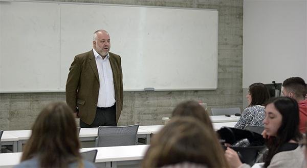 El coordinador del suplemento 'Cantabria en la Mesa' imparte una conferencia sobre gastronomía en UNEATLANTICO