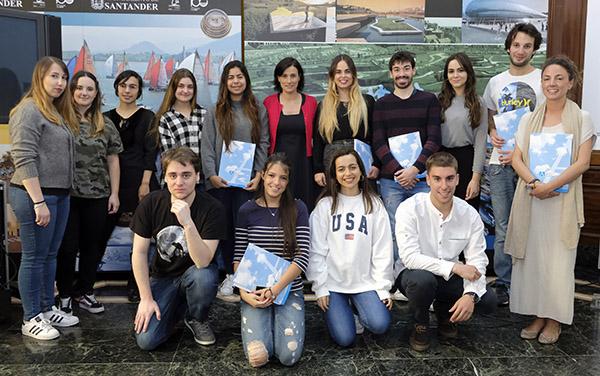 Alumnos de Publicidad y Relaciones Públicas asisten a una rueda de prensa en el Ayuntamiento de Santander