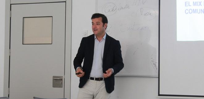 El director comercial de Cadena SER en Cantabria explicó a los estudiantes los entresijos del mercado publicitario local